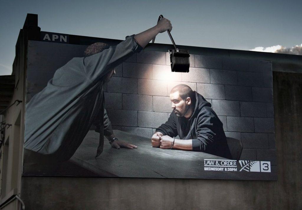 Используйте окружение для создания интересных рекламных щитов